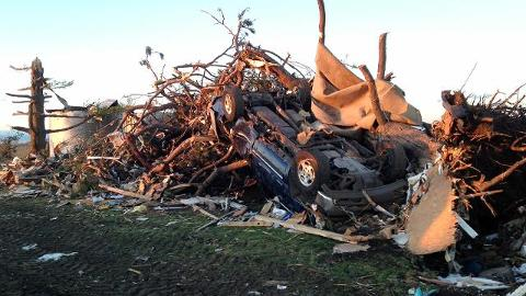Many teams in the Midwest are donating items for an auction to aid victims of Illinois tornadoes. (AP)