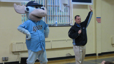 Rocky Bluewinkle and director of community relations Kevin Linton performed to the delight of all those in attendance. (Lisa Zimmerman)